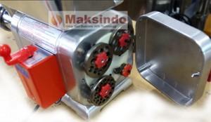 meat grinder penggiling daging 300x174 Mesin Giling Daging Taiwan Maksindo Pilihan Untuk Usaha Bakso